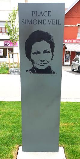 Totem Simone Veil inauguré à Sochaux